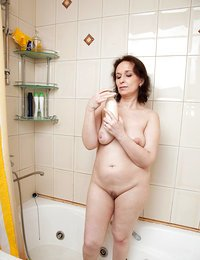Anilos Alena fingers her wet..